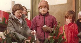 Kristín Ástgeirsdóttir að selja göróttan drykk 1981