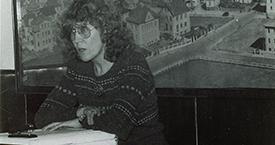 Helga Kress í ræðustól á Hótel Vík