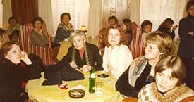 1983 26. feb. Ekki komust allir fyrir í stóra salnum á Borginni. Margrét Björgúlfsdóttir, x, Valgerður Eiríksdóttir.