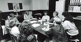 Ingibjörg Guðmundsdóttir, Guðrún Halldórsdóttir, ónefnd, ónefnd, og Edda Magnúsdóttir í stefnumótunarvinnu á Víkinni 1983.