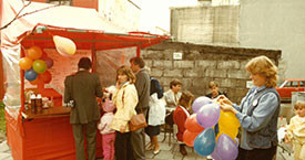 Útimarkaður í miðbænum á 17. júní 1984. Ína Gissurardóttir lengst til hægri