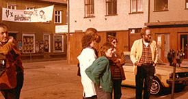 Guðbjörg Linda Rafnsdóttir, Sigurbjörg Aðalsteinsdóttir, Kristín Ástgeirsdóttir og Haukur sem hannaði lógó framboðanna, fyrir framan Víkina 1982