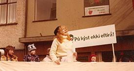 Helga Torberg messar yfir lýðnum á 1. maí.