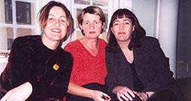 1997.Kvennalistinn fluttur í Austurstræti. Gerla, Guðrún Ögmunds og Steinunn Valdís